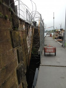 Sicherung wie im Militär, es ist aber nur der Marina-Aus- und Eingang