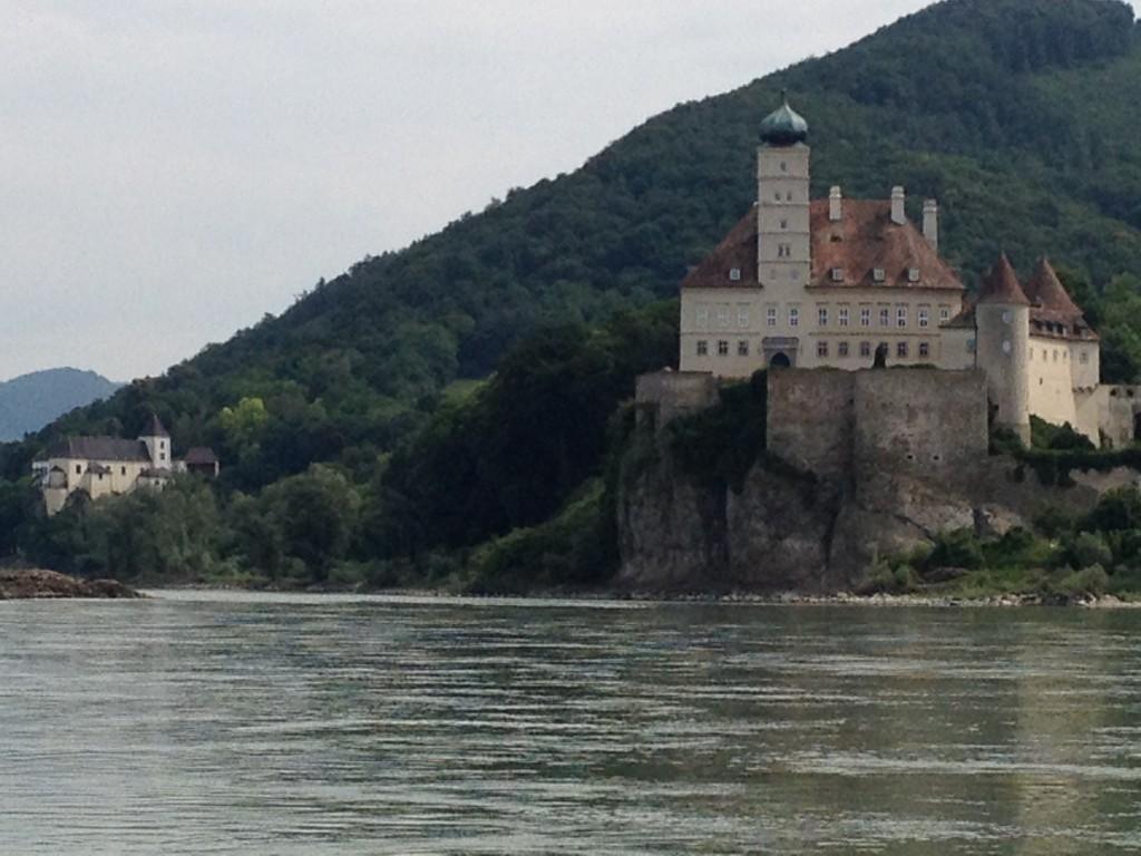 Schloss und Kloster Schönbühel