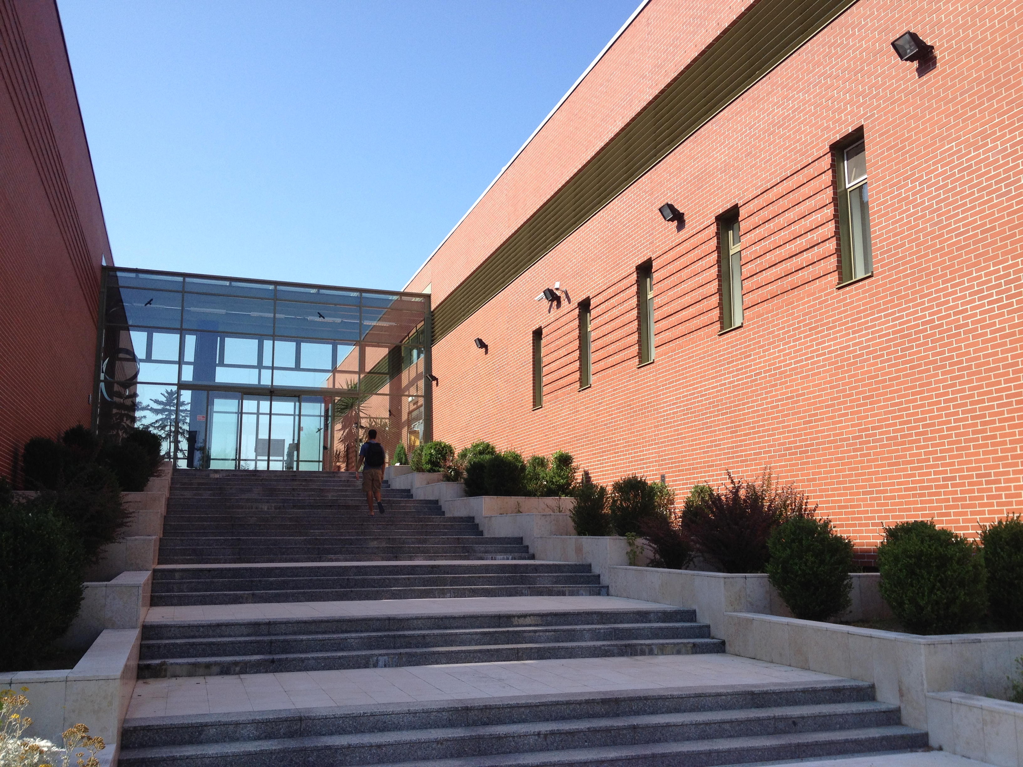 Eingang zur höheren Schule