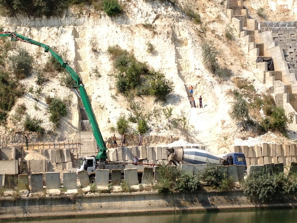 Baustelle im Kanal