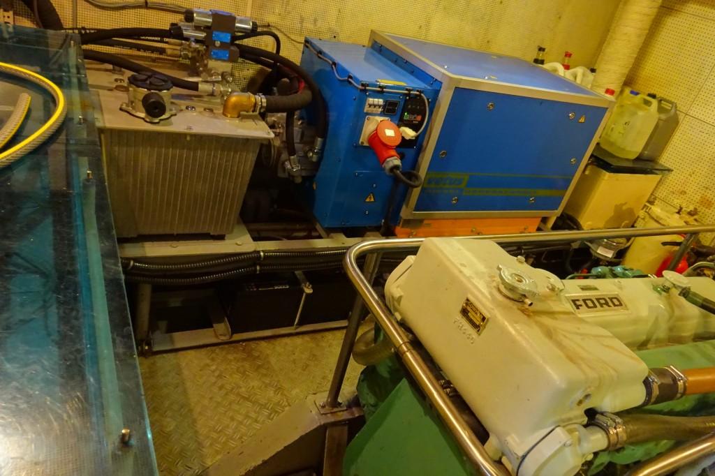 Steuerbordmotor und Generator