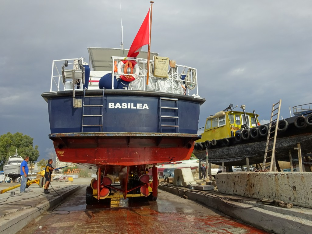 verschiebung von der Marina in die Werft 044