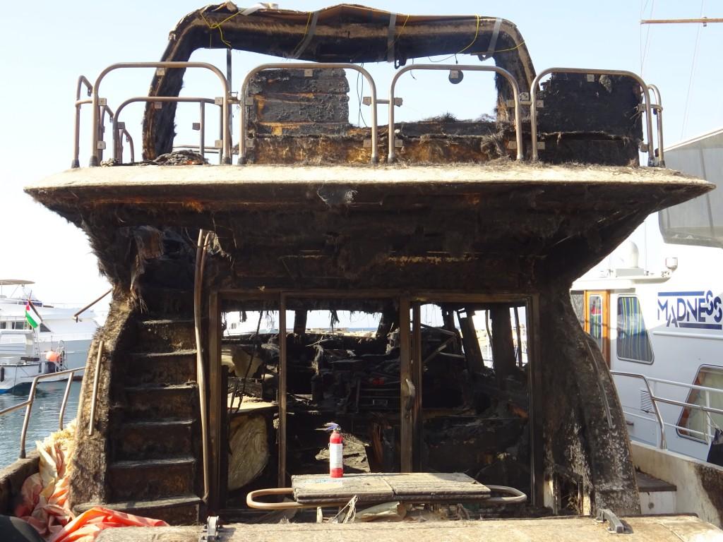 Schiff nach Brand und Hassan`s Nachtlager 003